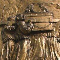 הובלת ארון הברית: תבליט מוזהב בקתדרלת או. מעלה היצירה לויקיפדיה: Vassil