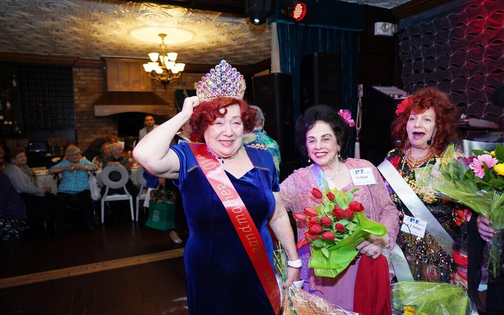 """מארה גולדשטיין (משמאל) ומועמדות נוספות בתחרות מלכת היופי """"הוד מעלתך, סבתא"""" (צילום: Gosha Shif/Be Proud Foundation)"""