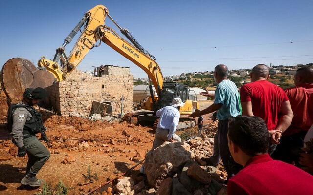 """כוחות צה""""ל הורסים בארות מים של הפלסטינים ליד חברון, ב-16 ביולי 2019 (צילום: Wissam Hashlamon/Flash90)"""