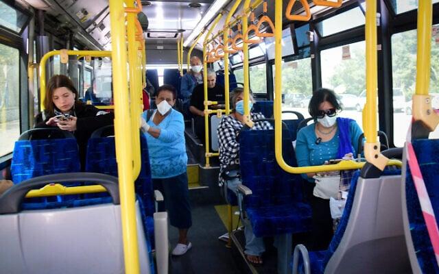 אוטובוס עירוני באשקלון ימות הקורונה (צילום: Flash90)