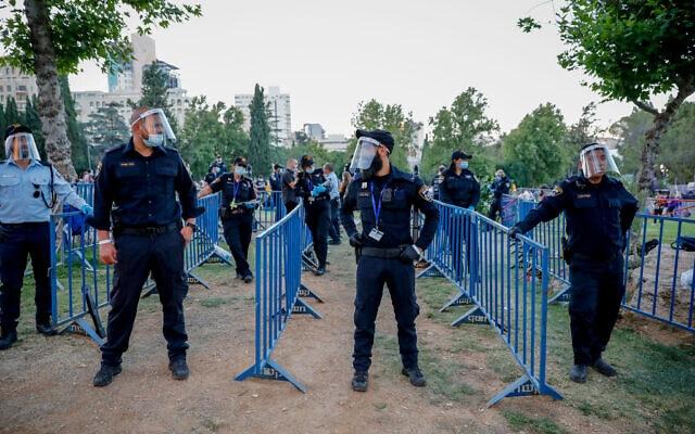 אילסוטרציה, שוטרים מאבטחים את אירוע הגאווה בירושלים, יוני 2020 (צילום: Olivier Fitoussi/Flash90)