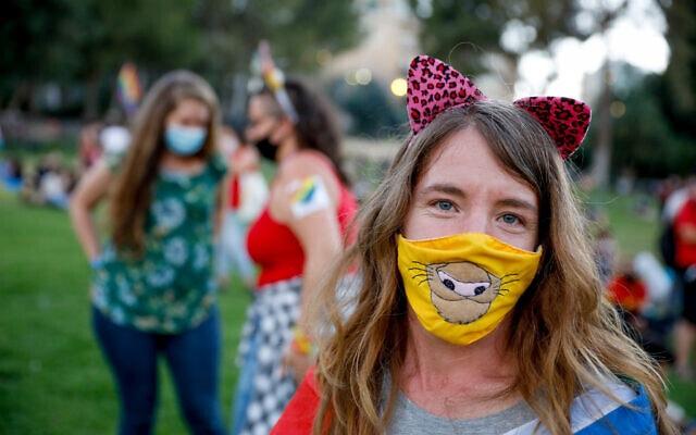 אירוע גאווה במתכונת קורונה בירושלים, יוני 2020, למצולמים אין קשר לנאמר בכתבה (צילום: Olivier Fitoussi/Flash90)