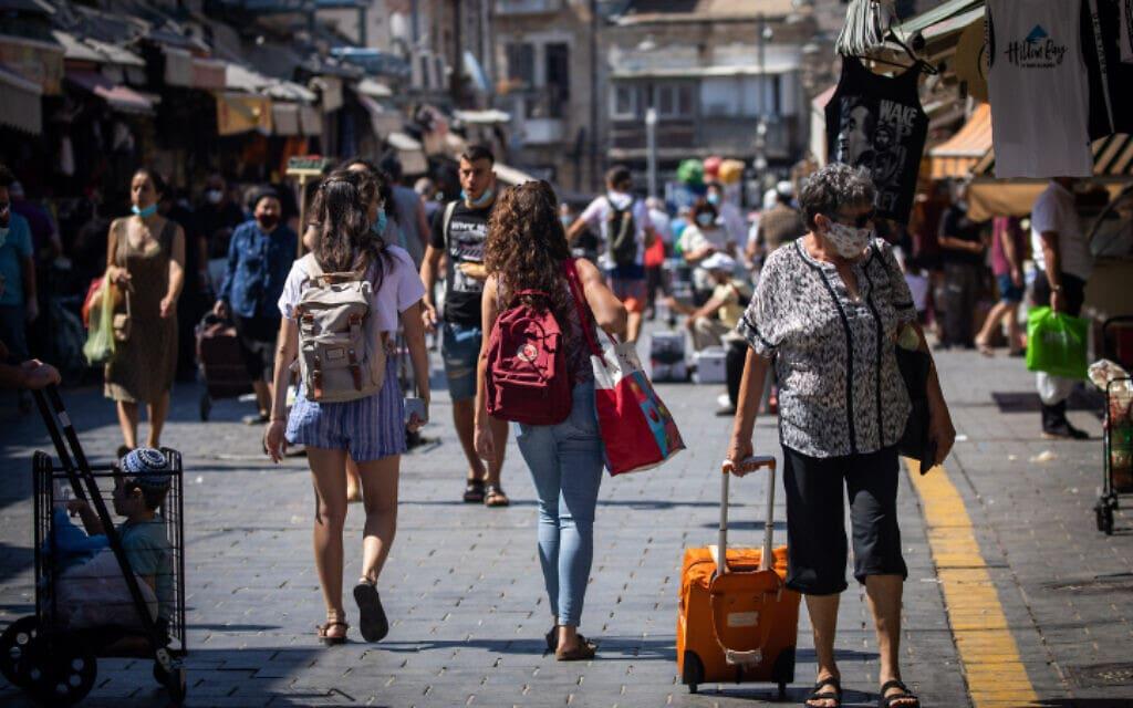ישראלים עוטים מסכה בשוק מחנה יהודה בירושלים, 3 ביולי 2020 (צילום: Flash90/יונתן זינדל)