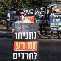 """מפגינים בבית""""ר עלית נגד הסגר שהוטל על העיר, ב-8 ביולי 2020 (צילום: נתי שוחט/פלאש90)"""