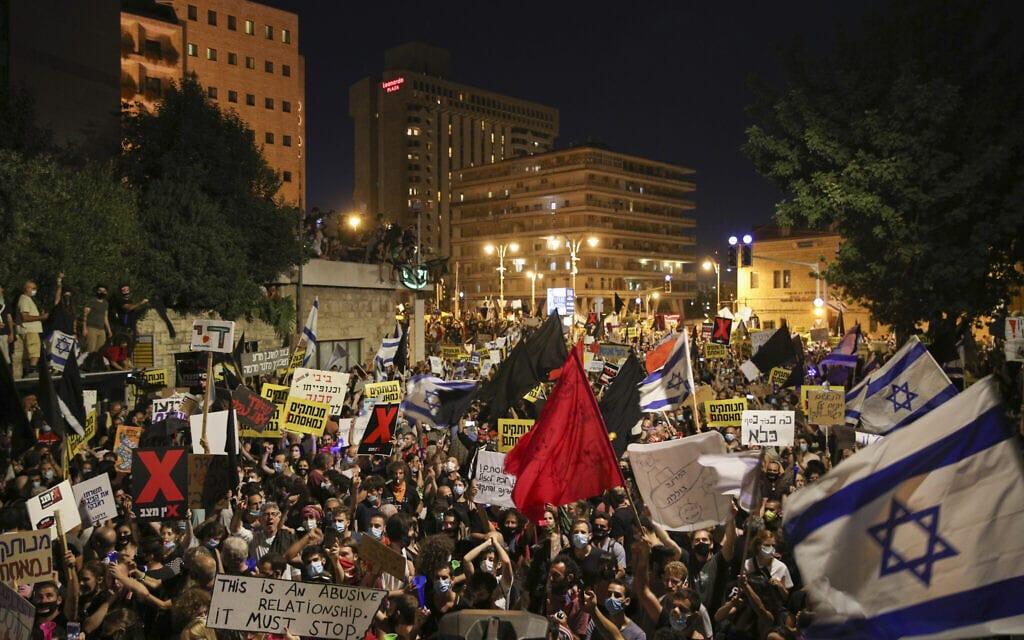 המחאה מול מעון ראש הממשלה בירושלים, ב-14 ביולי 2020 (צילום: יונתן זינדל/פלאש90)