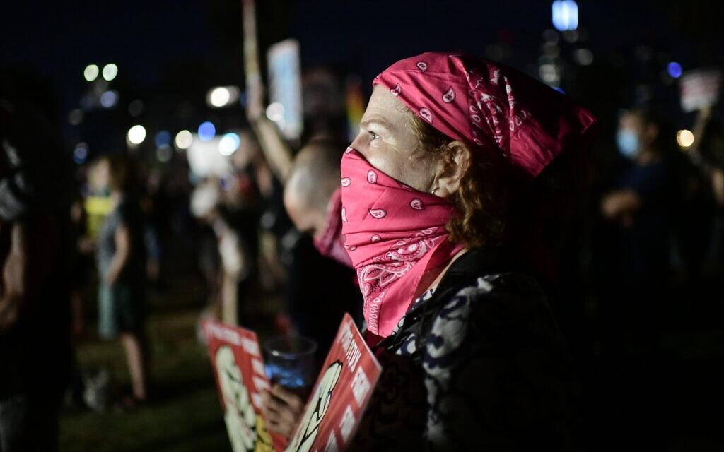 המחאה בגן צ'רלס קלור בתל אביב, 25 ביולי 2020 (צילום: תומר נויברג/פלאש90)