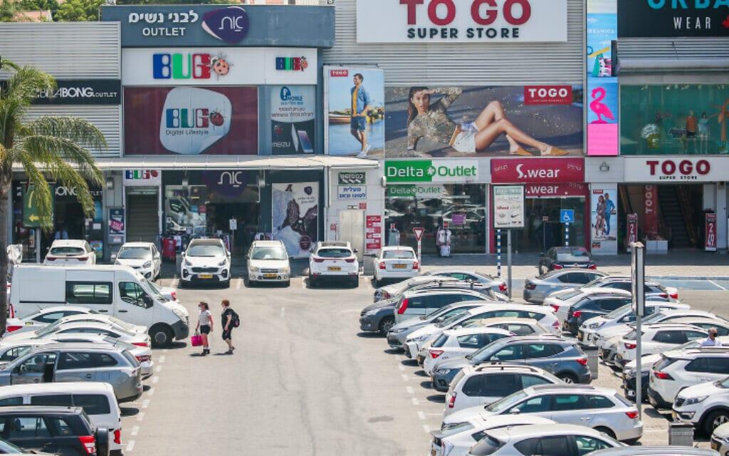 מרכז הקניות שבצומת בילו, 30 ביולי 2020 (צילום: יוסי אלוני, פלאש 90)