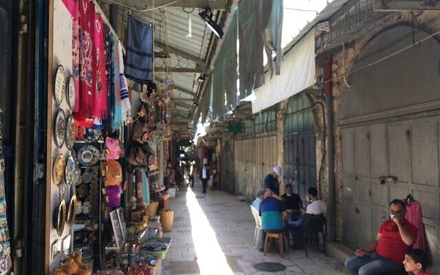 סמטאות נטושות בשוק הערבי בירושלים במהלך מגפת הקורונה בירושלים ביום ראשון, 19 ביולי, 2020 (צילום: אהרון בוקסרמן)
