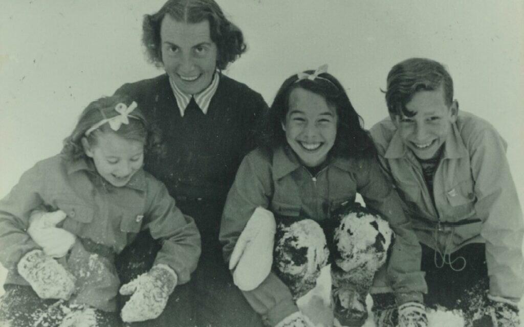 משמאל: ברברה, ג'יזלה, יוטה ויואכים (אלמנתו וילדיו של רוברט גריזינגר), 1946 לערך (צילום: Courtesy of Jutta Mangold)