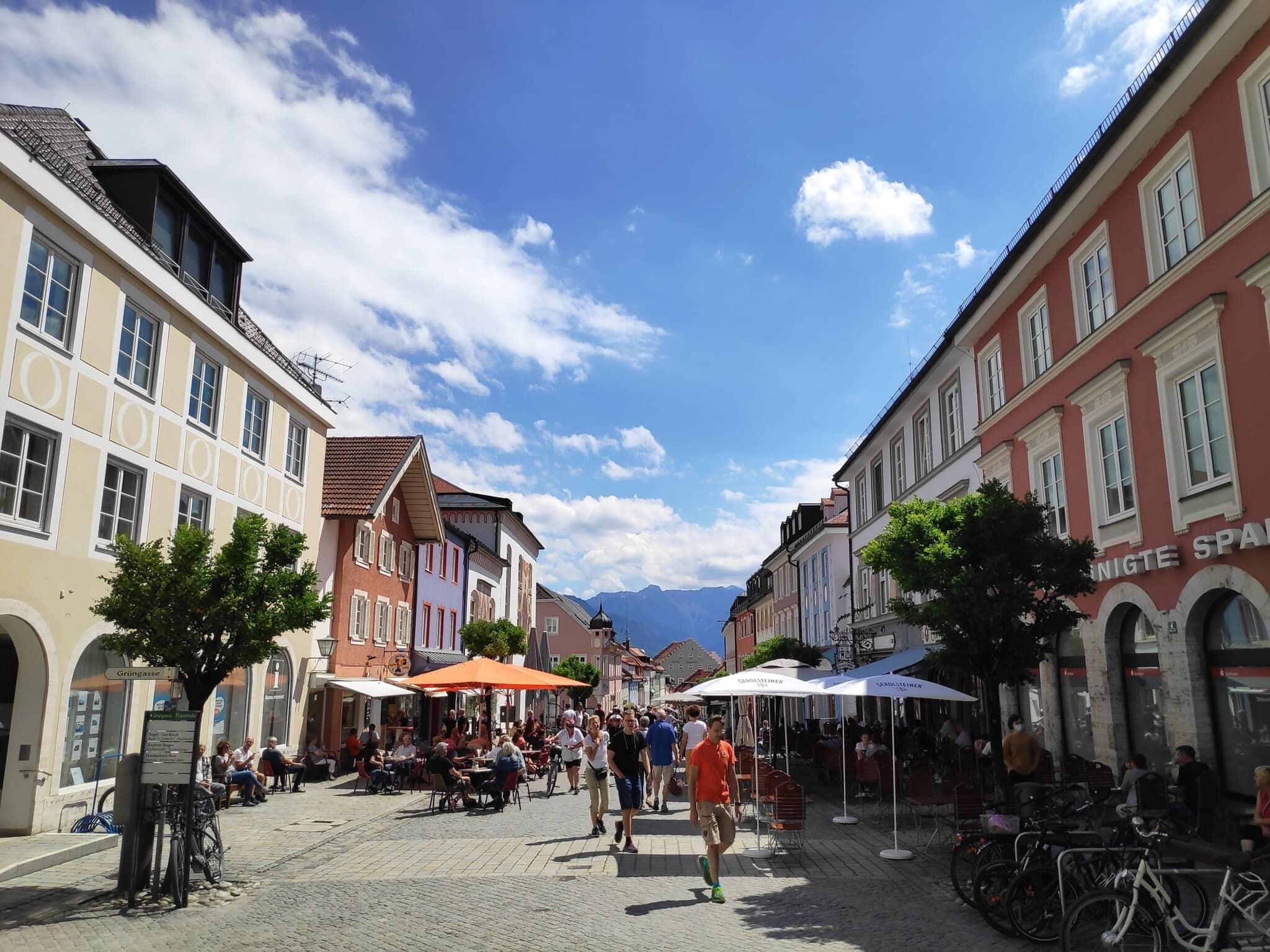 העיירה מורנאו בדרום גרמניה. אין חובה לעטות מסכות במרחב הציבורי. יולי 2020 (צילום: גיא טרייבר)
