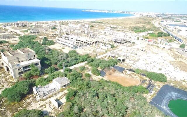 צילום מסך מתוך סרטון על מפעל התעשיות האלקטרוכימיות הנטוש בעכו: https://vimeo.com/375468083