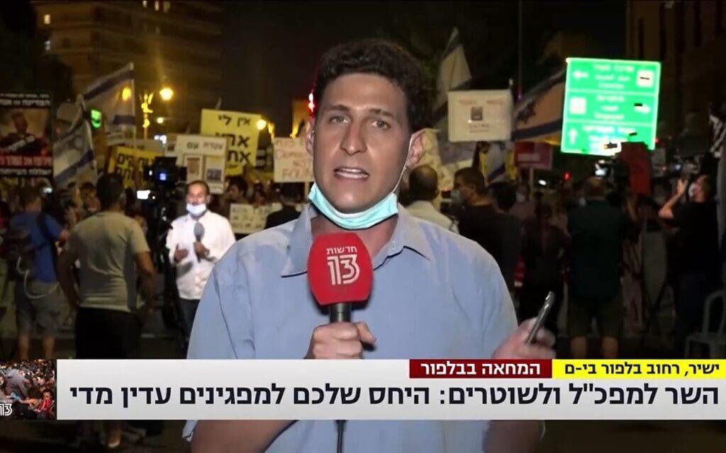 """צילום מסך מערוץ 13: השר אוחנה מטיל אימה על המפכ""""ל וקצונת המשטרה הבכירה"""