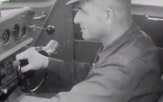 פושע המלחמה הנאצי הרברטס צוקורס נחשב בעיני אחדים בלטביה לגיבור לאומי בשל התנגדותו לכוחות הרוסיים (צילום: צילום מסך מיוטיוב)