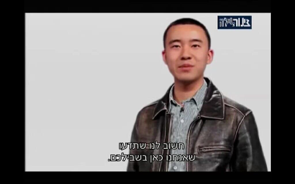 צילום מסך מתוך הופעתו הראשונה של איציק הסיני בטלויזיה הישראלית