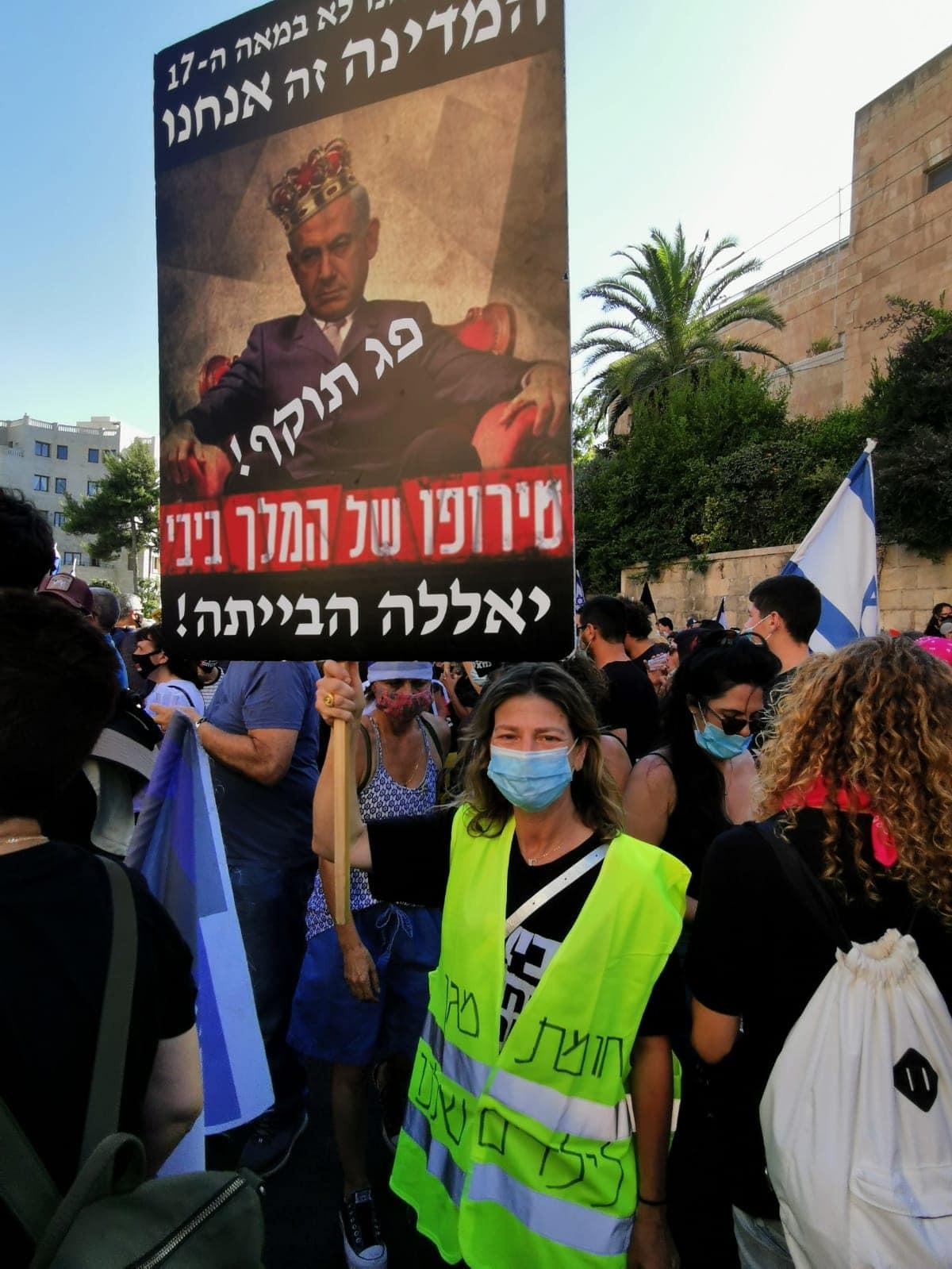 אפרת ספרן מפגינה מול בית ראש הממשלה, אוגוסט 2020