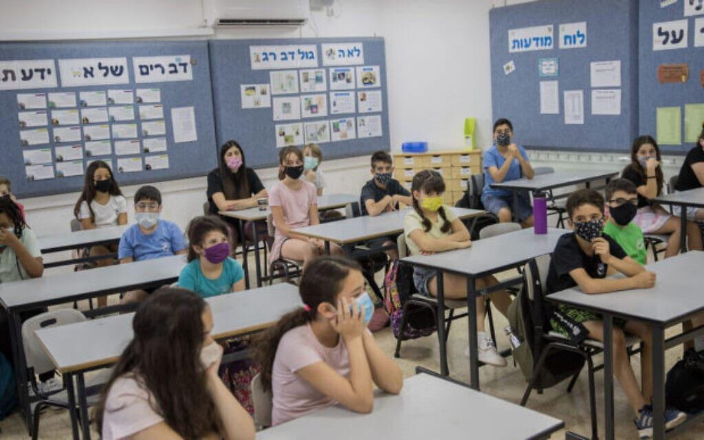תלמידים במסכות בתקופת הקורונה (צילום: (צילום: יונתן זינדל/פלאש90))