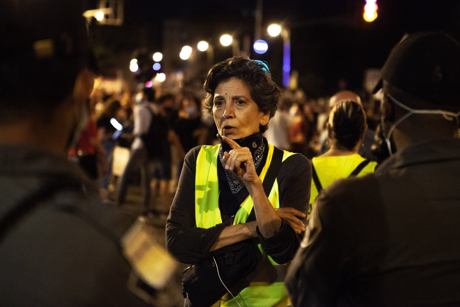 קטי בר מפגינה מול בית ראש הממשלה, אוגוסט 2020 (צילום: אסף כפרי)