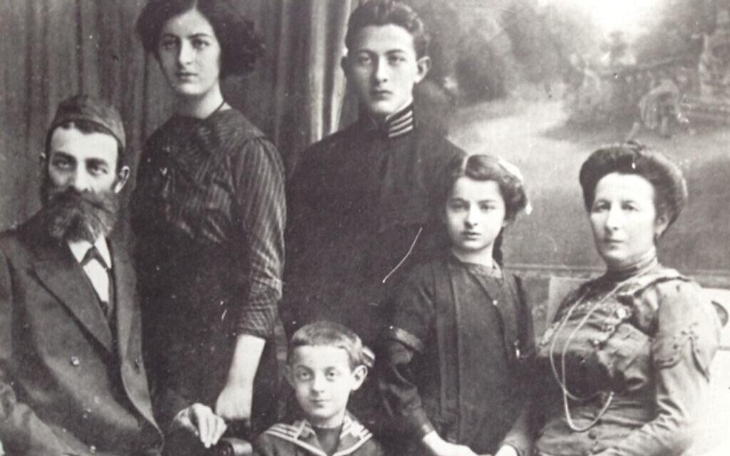משפחת ליאון בוכהולץ, סבו של פיליפ סנדס, סביב 1910 (צילום: באדיבותו)