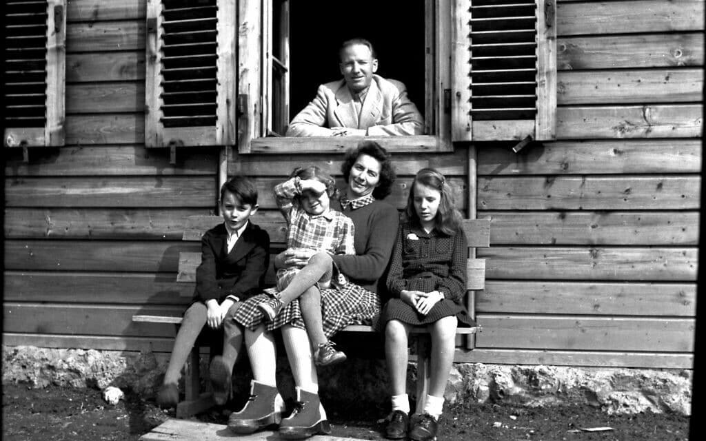 אוטו פון וכטר עם משפחתו באוסטריה, במהלך קיץ 1948 (צילום: באדיבות הורסט וכטר)