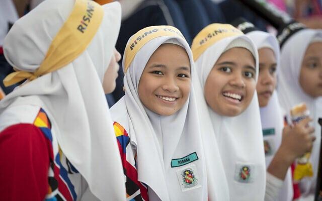 צופות מוסלמיות בתחרות פולו מים במלזיה, ארכיון, 2017 (צילום: AP Photo/Vincent Thian)