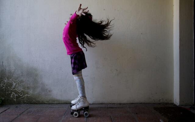 """אילוסטרציה, לואנה מארגנטינה היא האדם הצעיר ביותר במדינה שהחל לעבור שינוי מזכר לנקבה והוכר ע""""י הרשויות, 2015 (צילום: AP Photo/Natacha Pisarenko, File)"""