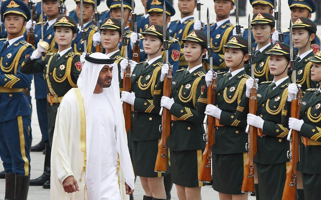 נסיך הכתר של אבו דאבי, מוחמד בן זיאד בטקס קבלת פנים בבייג׳ינג. יולי 2019 (צילום: AP Photo/Andy Wong)