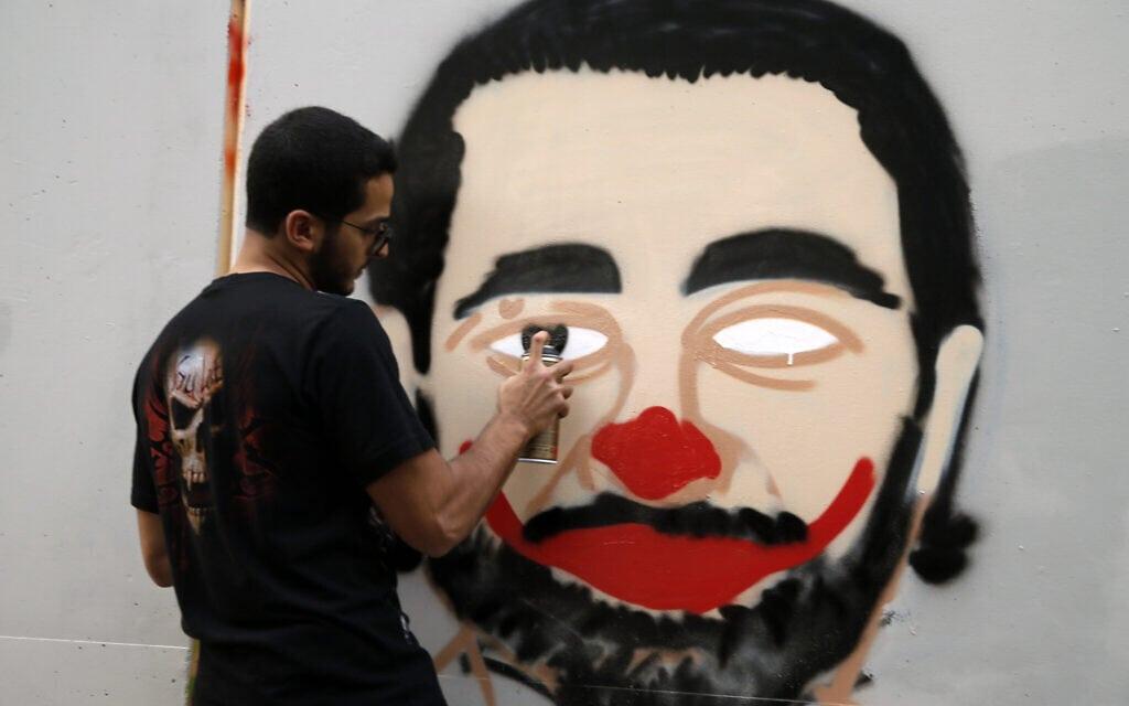 מחאה נגד ראש הממשלה סעד אל-חרירי, ארכיון, 2019 (צילום: AP Photo/Bilal Hussein)
