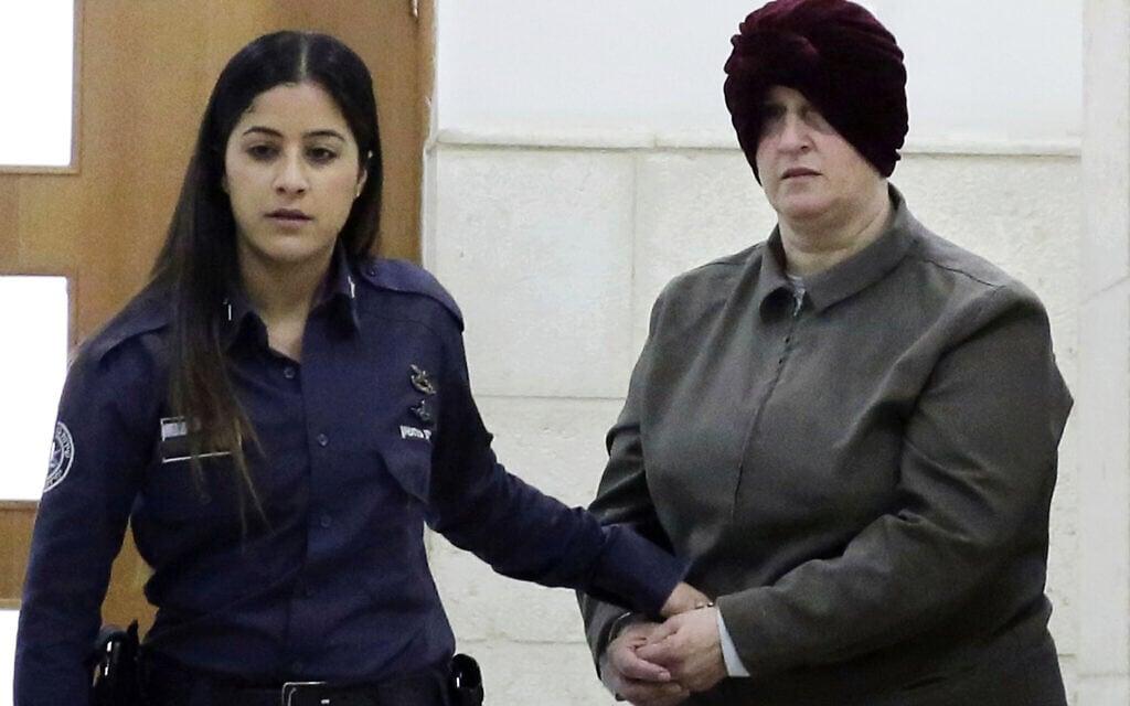 מלכה לייפר (מימין) בבית המשפט בירושלים, פברואר 2018 (צילום: AP Photo/Mahmoud Illean, File)