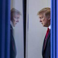 טראמפ בבית הלבן, אפריל 2020 (צילום: AP)
