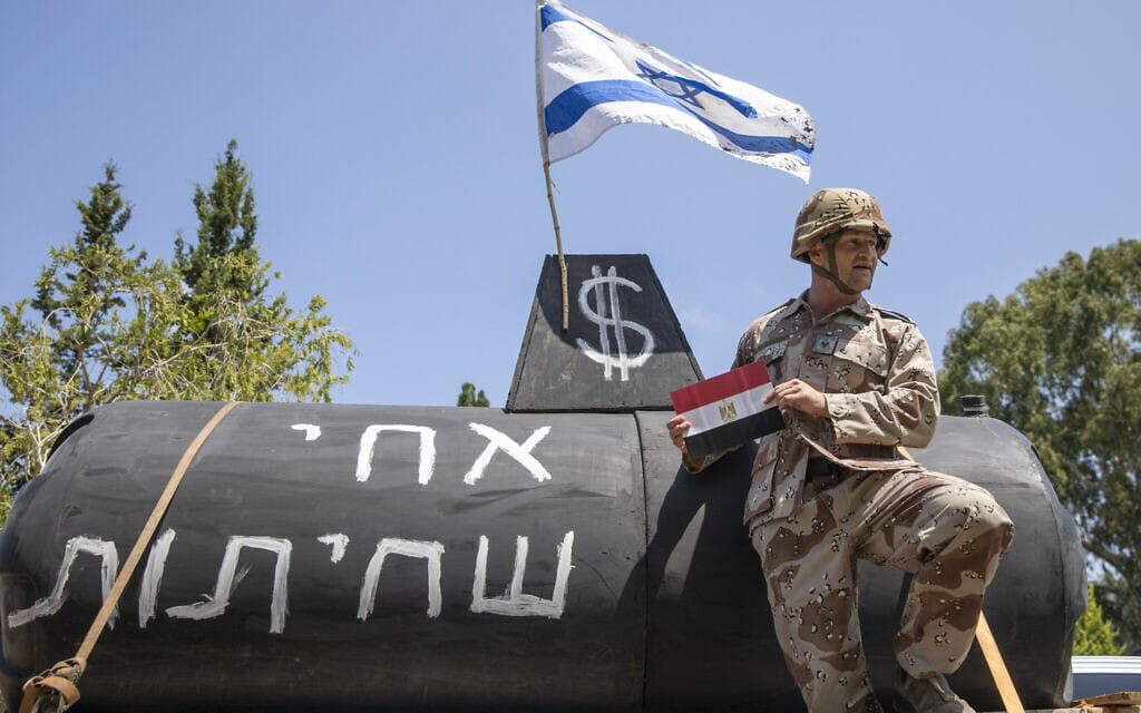 מחאה נגד נתניהו על רקע פרשת הצוללות, יולי 2020 (צילום: AP Photo/Ariel Schalit)