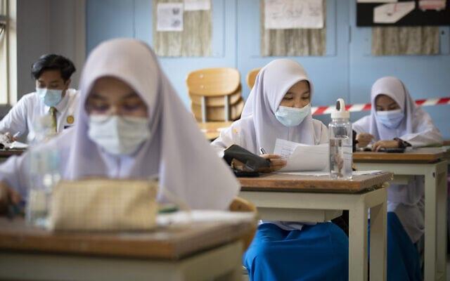 בית ספר במלזיה בעידן הקורונה, יולי 2020 (צילום: AP Photo/Vincent Thian, File)