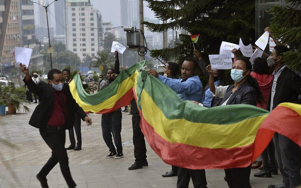 אתיופים חוגגים את הקמת הסכר על הנילוס, אוגוסט 2020 (צילום: AP Photo/Samuel Habtab)