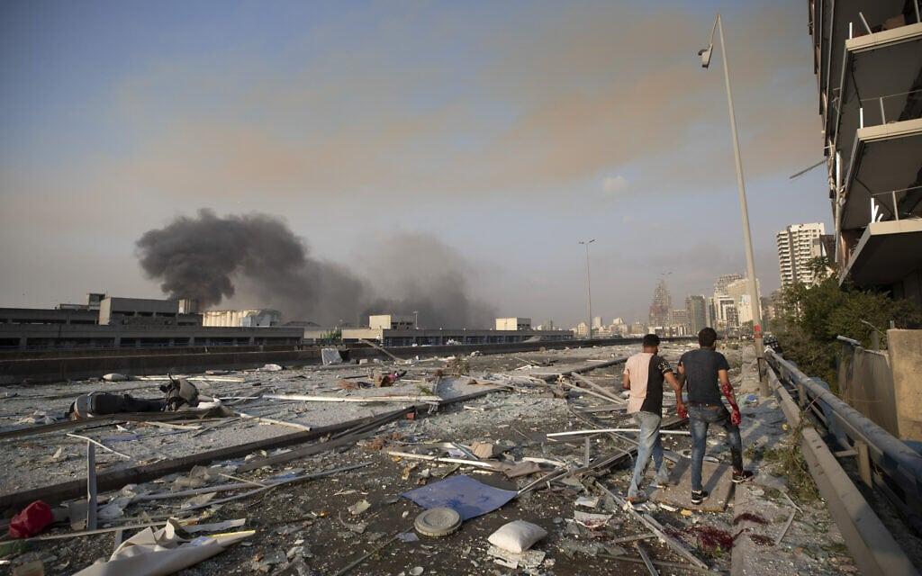 פיצוץ עז הרעיד את אזור הנמל בלבנון ו (צילום: AP Photo/Hassan Ammar)
