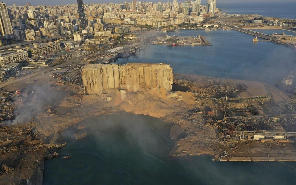 זירת הפיצוץ בנמל הים בביירות, לבנון. 5 באוגוסט 2020 (צילום: AP Photo/Hussein Malla)