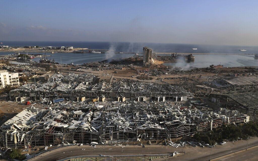 מבט כללי על זירת הפיצוץ שפקדה את נמל הים של ביירות, לבנון. יום רביעי, 5 באוגוסט, 2020 (צילום: AP Photo/Bilal Hussein)