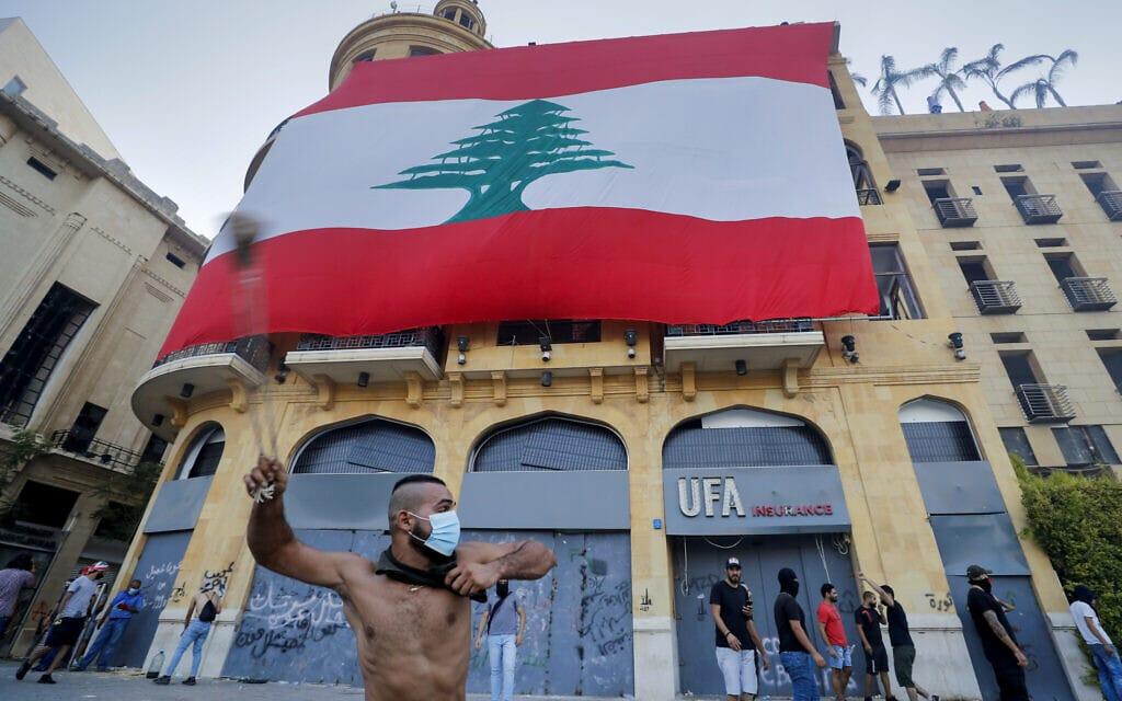 התנגשויות בין מפגינים למשטרה במהלך המחאה נגד האליטות הפוליטיות בלבנון, אוגוסט 2020 (צילום: AP Photo/Hassan Ammar)