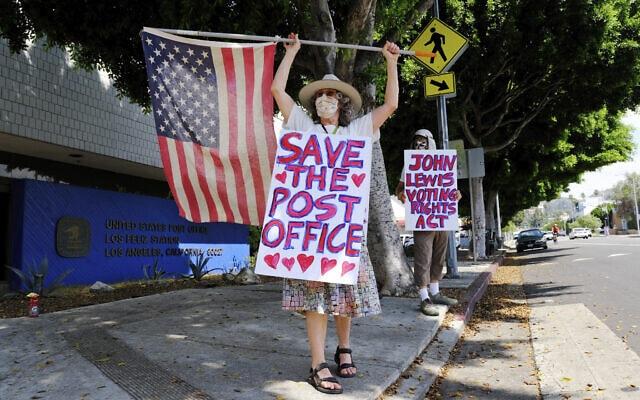 מחאה נגד פגיעה בשירותי הדואר בארצות הברית (צילום: AP Photo/Chris Pizzello)