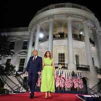 דונלד טראמפ ואישתו מלאניה בדשא הדרומי של הבית הלבן, במסגרת הוועידה הרפובליקאית, 27 באוגוסט 2929 (צילום: AP Photo/Evan Vucci)