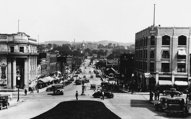 מבט על שרברוק, קוויבק, קנדה, עיר משגשגת באיסטרן טאונשיפס, מאי 1939 (צילום: AP)