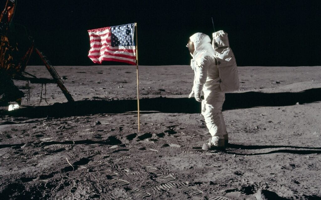 באז אולדרין על אדמת הירח (ניל ארמסטרונג, נאסא)