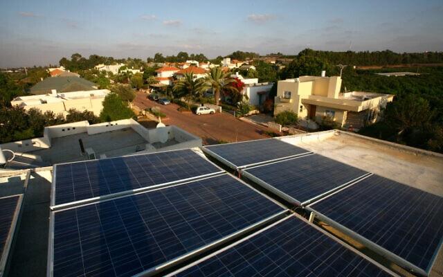 פאנלים סולריים, ארכיון; למקום אין קשר לדיווח (צילום: חן לאופולד, פלאש 90)