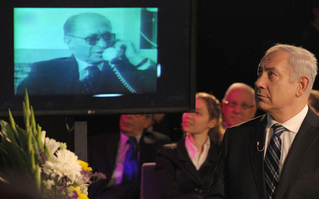 ארכיון, בנימין נתניהו בטקס למלאת 20 שנה למותו של מנחם בגין (במסך), 2012 (צילום: Marc Israel Sellem/The Jerusalem Post/Flash90)