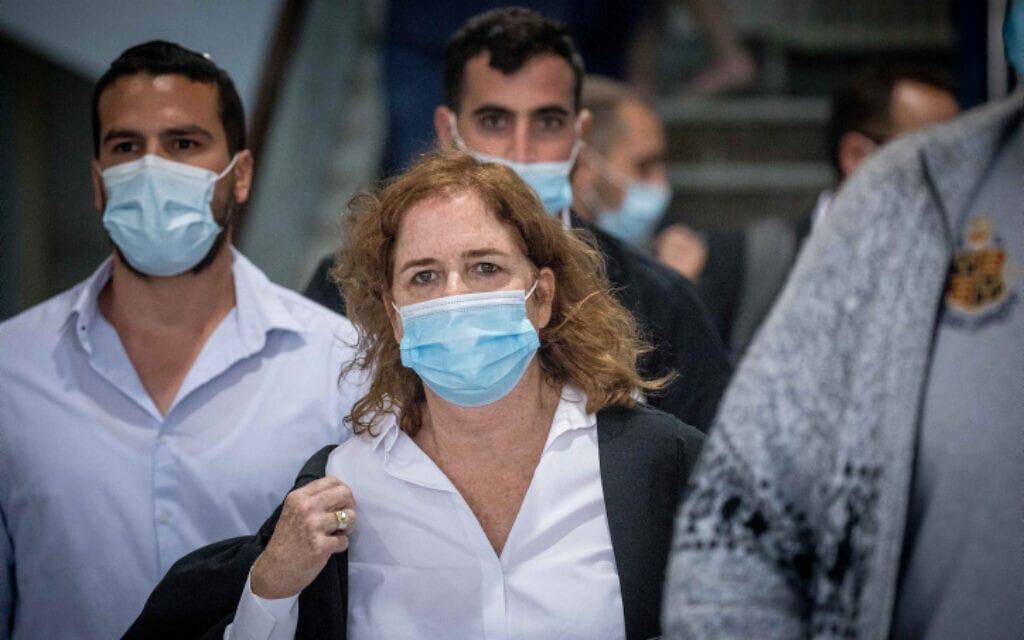 התובעת במשפט נתניהו, ליאת בן ארי, בבית המשפט המחוזי בירושלים, 24 במאי 2020 (צילום: יונתן זינדל, פלאש 90)
