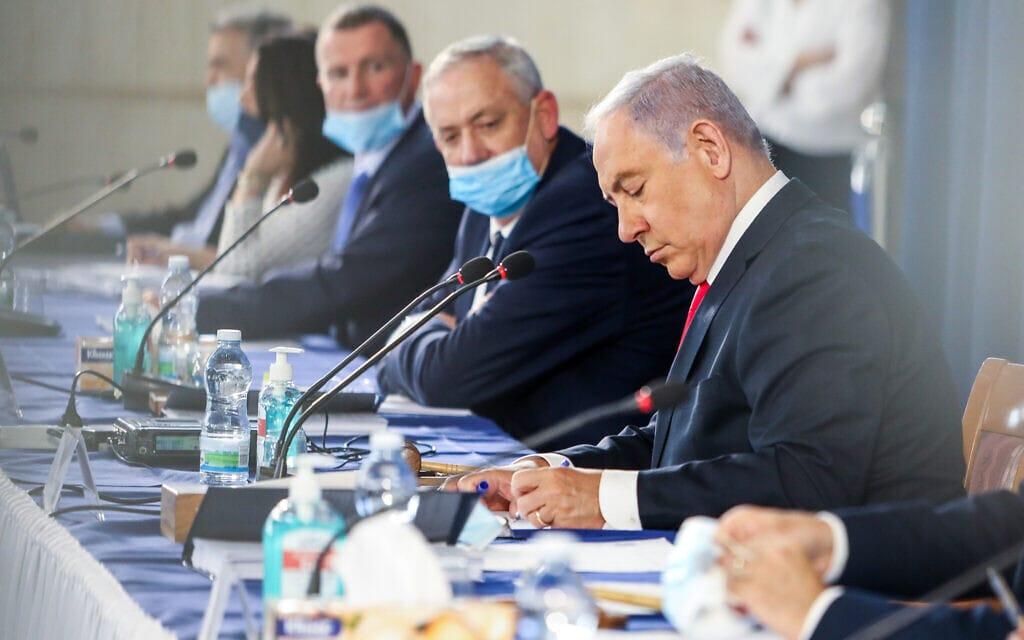 .בנימין נתניהו ובני גנץ בישיבת קבינט משרד החוץ, יוני 2020 (צילום: Marc Israel Sellem/POOL)