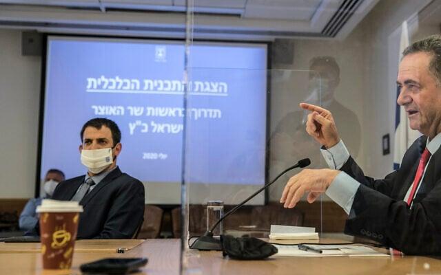 """ישראל כ""""ץ ושאול מרידור (משמאל), יולי 2020 (צילום: Olivier Fitoussi/Flash90)"""