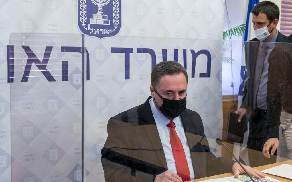 ישראל כ״ץ במסיבת עיתונאים שקיים במשרד האוצר בירושלים. יולי 2020 (צילום: Olivier Fitoussi/Flash90)