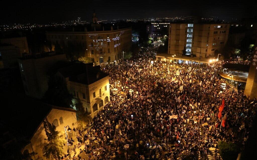 המחאה במתחם בלפור בירושלים, 8 באוגוסט 2020 (צילום: אוליביה פיטוסי/פלאש90)