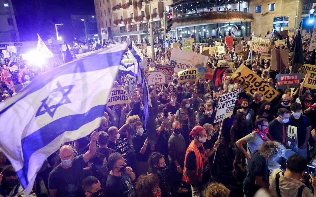 המחאה במתחם בלפור בירושלים, 8 באוגוסט 2020 (צילום: יונתן זינדל/פלאש90)