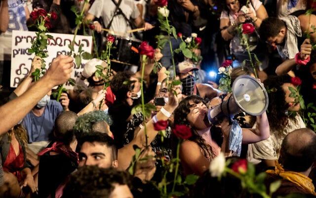 מפגינים נגד ראש הממשלה בנימין נתניהו מחוץ למעונו הרשמי בירושלים, 8 באוגוסט 2020 (צילום: יונתן זינדל/פלאש 90)