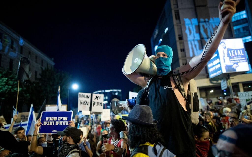 המחאה מול מעון ראש הממשלה בבלפור, ירושלים, ב-15 באוגוסט 2020 (צילום: יונתן זינדל/פלאש90)